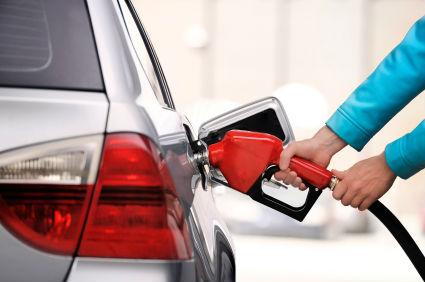 driverless-car-filling-up-at-petrol-pump